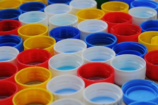 Come riciclare i tappi delle bottiglie