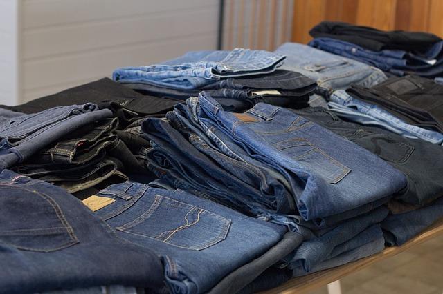 10 idee per riciclare vecchi abiti e tessuti